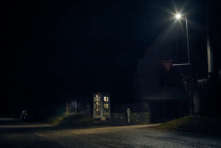 night telephone booth. mystical and mysterious street phone. dangerous place on an empty street Zdjęcie Seryjne