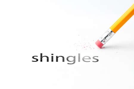 shingles: Primer de la goma de borrar y tejas negras texto. El herpes z�ster. L�piz con goma de borrar. Foto de archivo