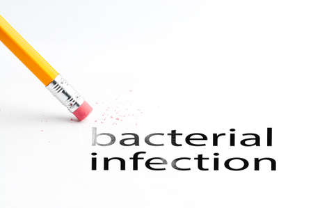 bacterial infection: Primer de la goma de borrar y negro bacteriana texto infecci�n. Infecci�n bacteriana. L�piz con goma de borrar.