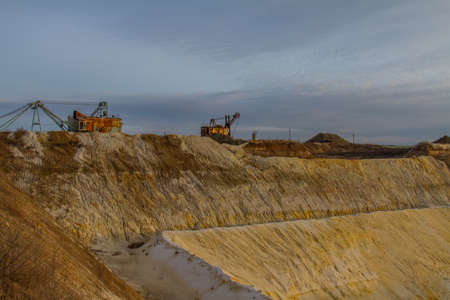 Clay quarry in the Zaporozhye region on a winter morning. Ukraine. December 2017 Reklamní fotografie - 92528866