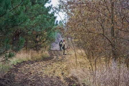 The hunters took the path hunting a hare. Zaporozhye region, Ukraine. November 2011 Stockfoto