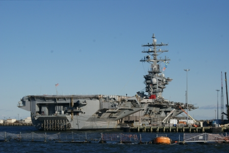 USS Eisenhower, Naval Base, Norfolk Stock Photo - 17326276