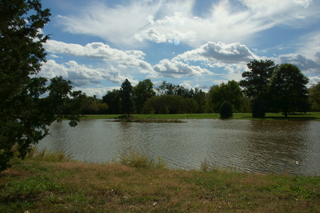 pioneers: Scenic view of a lake, trees, and the sky at the Pioneers Park, Lincoln, Nebraska Stock Photo