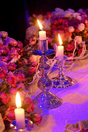 wedding table setting decorated with burning candles and flowers Zdjęcie Seryjne