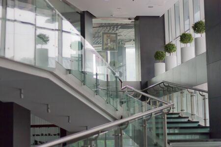 Interior de un edificio de oficinas moderno Foto de archivo - 8909898