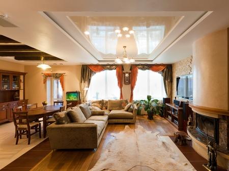jídelna: moderní byt, obývací pokoj s kuchyňským koutem Reklamní fotografie