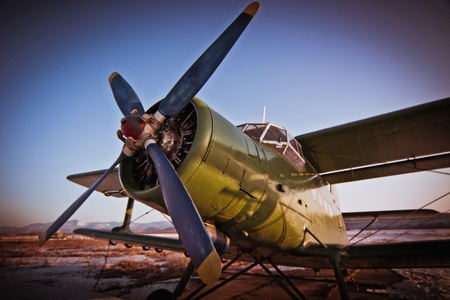 Un avión AN2, para el paracaidismo Foto de archivo - 9995829