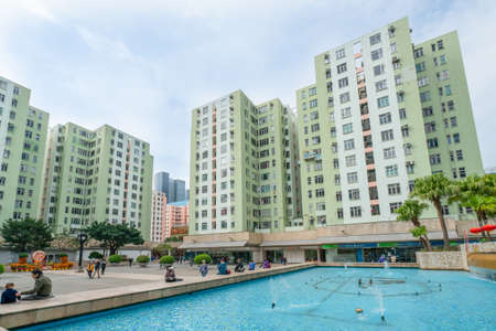 Hong Kong - 2020: fountain near Telford Plaza I, people walk and relax on the street, buildings facades, Kowloon Bay. Editoriali