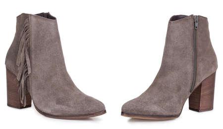 Paire de bottes de cowboy en daim classique pour femme. Deux isolés.