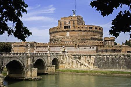 tiber: Castel San Angelo sobre el r�o T�ber Roma Italia