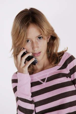 携帯電話で話してプレティーン ヌードの肖像画 写真素材 - 656410