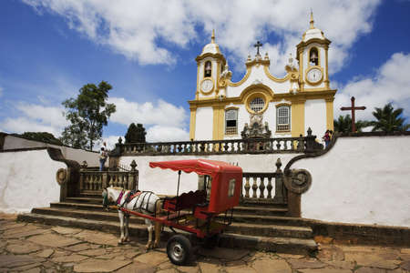 brasil: Igreja Matriz de Santo Ant�nio located in Tiradentes in the state of Minas Gerais Brazil. The church is dedicated to Santo Ant�nio (Saint Anthony). A half ton of gold was used to decorate its interior. The fa�ade and the entrance were designed by Aleijadi