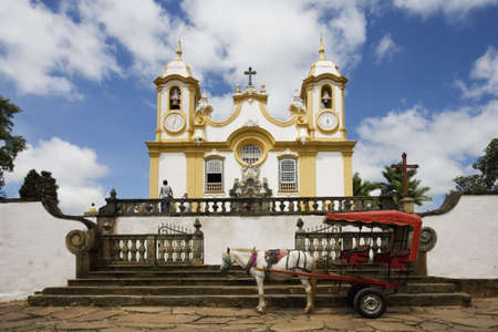 ade: Igreja Matriz de Santo Ant�nio located in Tiradentes in the state of Minas Gerais Brazil. The church is dedicated to Santo Ant�nio (Saint Anthony). A half ton of gold was used to decorate its interior. The fa�ade and the entrance were designed by Aleijadi