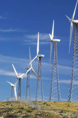 Windmühle Strom Bauernhof in der Nähe von Palm Springs, CA, eine Quelle der alternativen Energie.