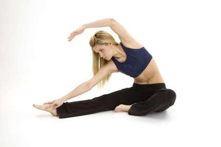 early 20s: Mujer en poco m�s de 20 a�os practicando yoga meditaci�n