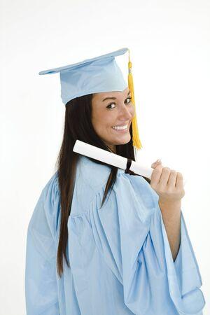 Een blanke vrouw in blauw afstuderen toga en zeer opgewonden. Ze is op een witte achtergrond. Stockfoto