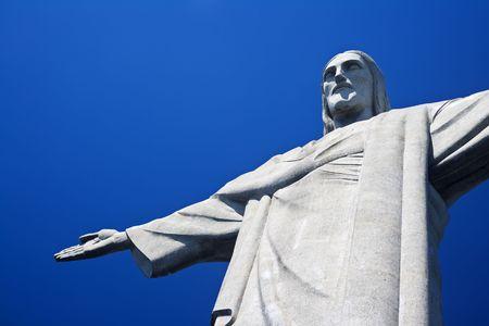 Christus de Verlosser op Corcovado Mountain, Rio de Janeiro Brazilië Zuid-Amerika Het standbeeld is 38 meter (125 voet) hoog en bevindt zich op het hoogtepunt van de 710-meter (2.330 voet) Corcovado berg in de Tijuca Forest National Park, met uitzicht op de stad. Zoals wel Redactioneel