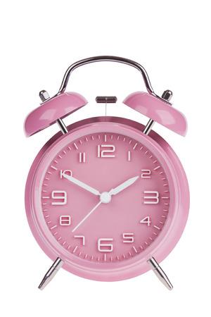 Roze wekker met de handen op 10 en 2 geïsoleerd op een witte achtergrond