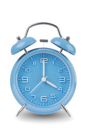 Blauwe wekker met de handen om 4 uur of uur geïsoleerd op een witte achtergrond, één van een reeks van 12 beelden die de top van het uur te beginnen met 1:00  pm en het doorlopen van alle 12 uur