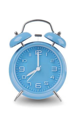 Blauwe wekker met de handen om 8 uur of uur geïsoleerd op een witte achtergrond, een van een reeks van 12 beelden tonen van de top van het uur te beginnen met 1:00  uur en gaan door al 12 uur Stockfoto