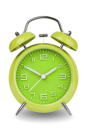 Groene wekker met de handen op 10 en 2 die op een witte achtergrond