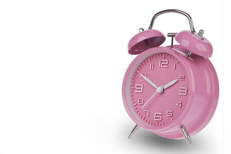 Roze wekker met de handen op 10 en 02:00 uur of geïsoleerd op een witte achtergrond