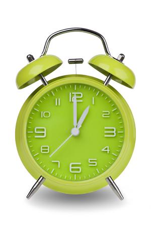 Groene wekker met de handen om 1 uur of uur geïsoleerd op een witte achtergrond. Één van een reeks van 12 beelden die de top van het uur te beginnen met 1:00  uur en gaan door al 12 uur