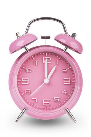 Roze wekker met de handen om 1 uur of uur geïsoleerd op een witte achtergrond. Stockfoto