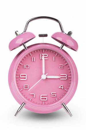 Roze wekker met de handen om 3 uur of uur geïsoleerd op een witte achtergrond. Stockfoto - 46005399