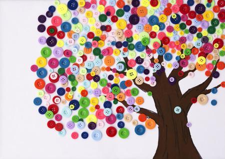 木の幼稚園児のクラフト製ボタン 写真素材