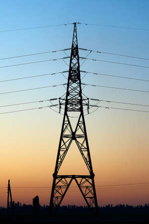 Silhouette of high-voltage electrical power lines from metal Standard-Bild