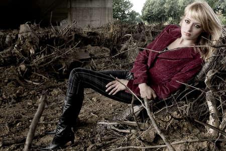 lookalike: Fashion shoot of Paris Hilton look-a-like under a bridge
