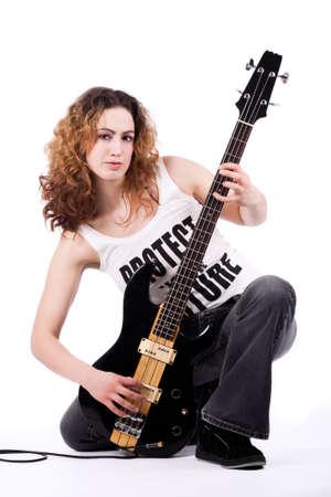 rocker girl: J�venes de bajos guitarrista especialmente aisladas en blanco