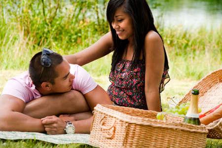 Junges Paar glücklich asian genießen ihre Zeit im Freien Standard-Bild - 5441236