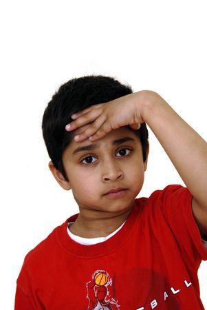 ひどい頭痛を有するアジア子供