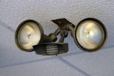mounted: Motion sensor licht gemonteerd op een muur bouwen