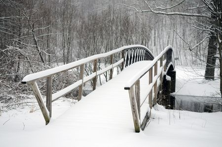 covered bridge': A typical scene in New England after a winter storm Stock Photo