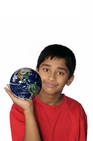 el mundo en tus manos: Un mundo de guapo mostrando indio est� en tus manos