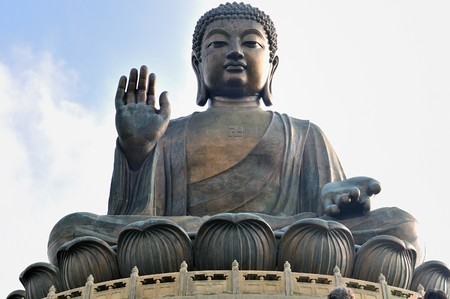 Tian Tan Giant Buddha overlooking with love from Hong Kong China Imagens - 7306246