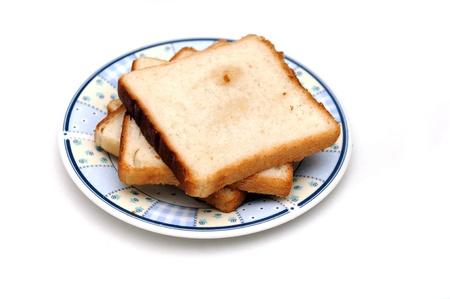 Pan tostado en placa aislado contra un fondo liso Foto de archivo - 8794607