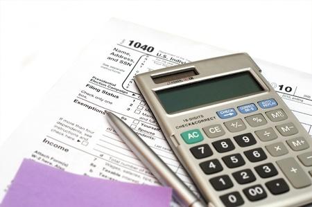 retour: losse dat ons belasting formulier geïsoleerd op een witte achtergrond