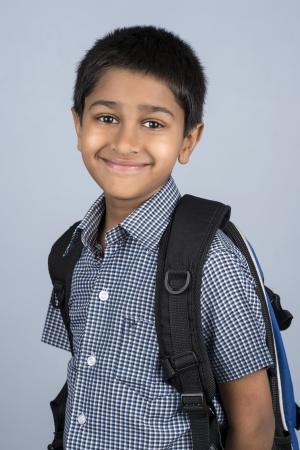 ir al colegio: Toddler Handsome Indian listo para ir a la escuela