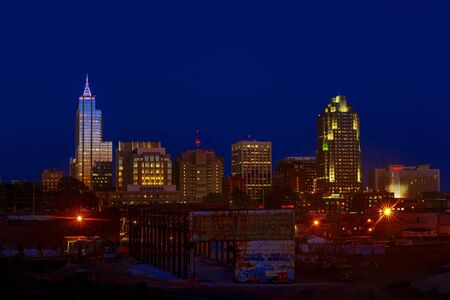 Skyline of Raleigh, NC during a summer dusk Imagens