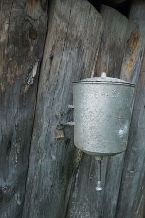 hobnail: retro garden outdoor metallic washbasin