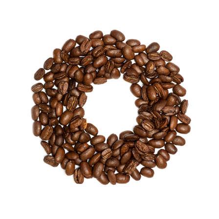 semilla de cafe: O, Alfabeto de los granos de café sobre fondo blanco