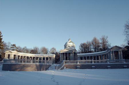 palacio ruso: Un palacio ruso bajo la nieve en el invierno