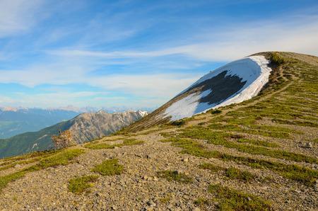 Berglandschap in het voorjaar langs de Pedley Pass wandeling in de buurt van Invermere British Columbia, Canada