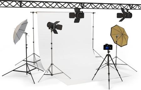 3d lege fotostudio interieur met apparatuur op een witte achtergrond
