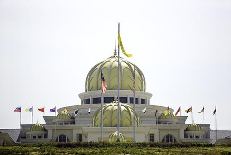 쿠알라 룸푸르, 말레이시아 - 6 월 20, 잘란 이스타나, 쿠알라 룸푸르, 말레이시아에서 2013년 6월 20일에 부킷 페탈 링에 이스타나 네가 라로 알려진 말레 에디토리얼