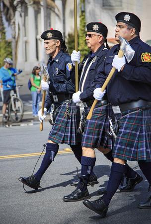 샌디에고, CA, USA 3월 16일는 2013년 3월 16일 샌디에고 세인트 패트릭 데이 퍼레이드와 축제 2013 마칭 밴드는이 이벤트는 샌디에고에서 가장 큰 단일 일 이
